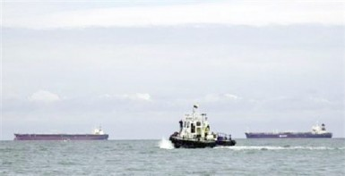 Crude oil tankers are anchored offshore the port of Esmeraldas November 16, 2013. (Reuters/Guillermo Granja)