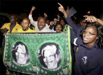People chant slogans outside the house of former South African President Nelson Mandela after news of his death in Houghton, December 5, 2013.  REUTERS/Siphiwe Sibeko