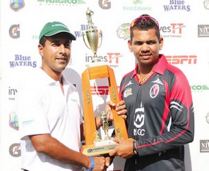 Sunil Narine receives his Man-of –the-match trophy. (WICB media photo)