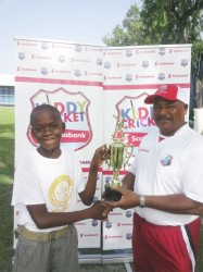 Coordinator Eddie Nichols, the former Test umpire hands over the trophy to Sherwin Williams.
