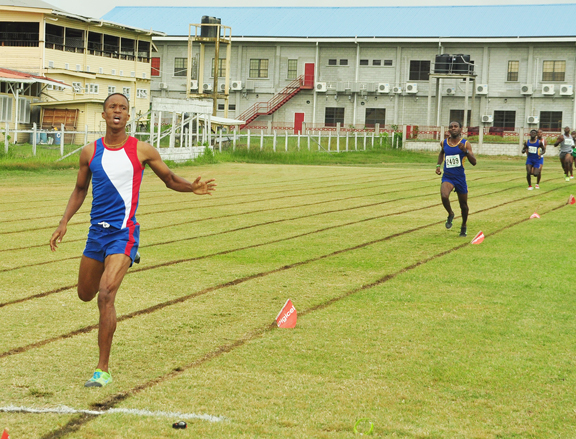 Kevin Bailey storming to a convincing 800m victory ahead of Cleveland Thomas (Orlando Charles photo)