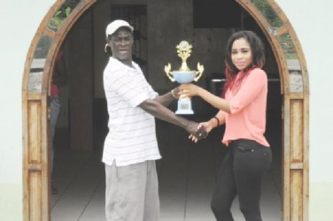 Nikisha Sydney (right) of Whyte's Bar presents the trophy to organizer Mark Wiltshire.