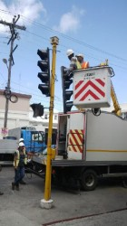 Upgrading the traffic lights at Regent and Camp streets. (Photo by Jairo Rodrigues)