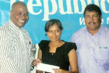 Republic Bank Manager Randolph Sears (left) hands over sponsorship cheque to Alisa Moonsee, at right is Anil Beharry BCB 1st Vice President
