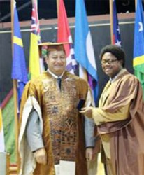 Kerwin Livingstone (right) receiving his award (UG photo)