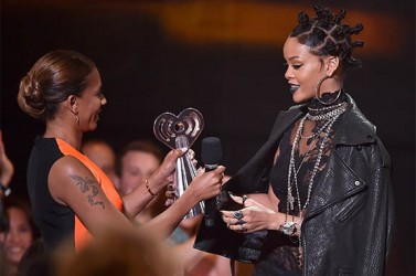 Rihanna accepts the Best Fan Army award onstage from singer Mel B during the 2014 iHeartRadio Music Awards held at The Shrine Auditorium on May 1, 2014 in Los Angeles, California. (Kevin Winter/Getty Images)