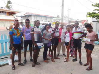 Ray Millington  the sponsors, organizer and other cyclists at the presentation ceremony