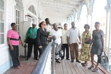Councillors and Deputy Mayor Patricia Chase Green resolving to hold their meeting in the compound of City Hall.