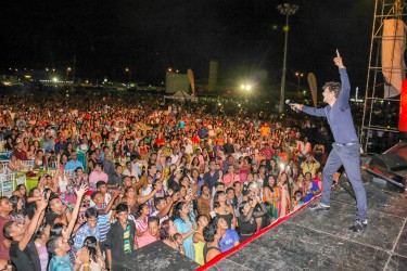 Sonu Nigam on stage last night at the National Stadium, Providence. (Photo by Arian Browne)