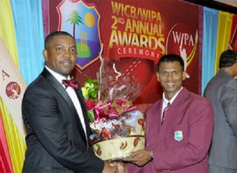 Shivnarine Chanderpaul receiving one of his awards from Jamaican Maurice Foster.
