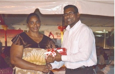 Chief Medical Officer, Dr. Shamdeo Persaud (right) handing over a token to a blood donor. (GINA photo)