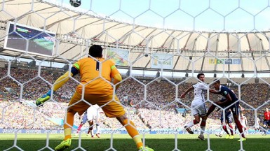 Mats Hummels of Germany scores his team's only goal on a header past Hugo Lloris of France during the 2014 FIFA World Cup Brazil Quarter Final match between France and Germany at Maracana on July 4, 2014 in Rio de Janeiro, Brazil. (FIFA.com photo)