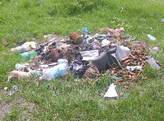 A roadside dumpsite in Nabaclis