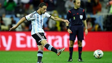 Maxi Rodriguez of Argentina scores in the penalty shootout to win the 2014 FIFA World Cup Brazil Semi Final match between Netherlands and Argentina at Arena de Sao Paulo yesterday in Sao Paulo, Brazil. (FIFA.com photo)
