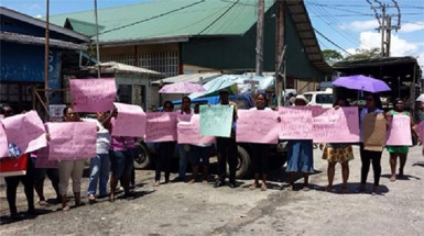 Residents protesting yesterday (GWMO photo)