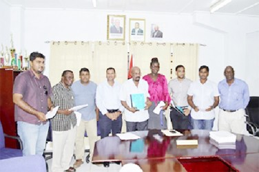 Contractors with Minister of Local Government and Regional Development Norman Whittaker (centre), Permanent Secretary Collin Croal (fourth from left) (GINA photo)