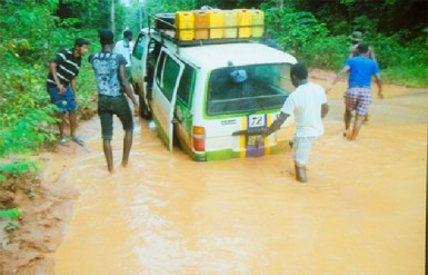 A bus stuck on the swamped  Mahdia road after rainfall.