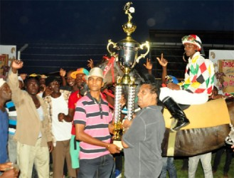 Handlers of CP Got Even accepting the winner's trophy for yesterday's feature C1 and Lower Event. (Orlando Charles photo)