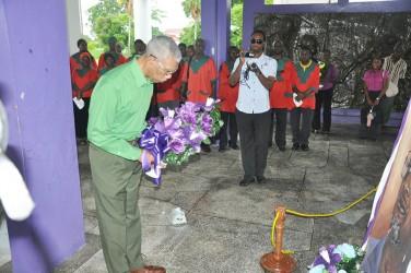 PNCR Leader David Granger lays a wreath (PNCR photo)