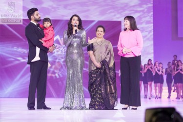 Miss World 1994, Bollywood royalty Aishwarya Rai Bachchan (centre) speaking at the contest yesterday. Her husband Abishek Bachchan is at left with their daughter. (Miss World photo)