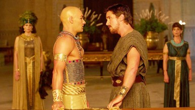Ramesses II (Joel Edgerton) (left) and Moses (Christian Bale) (right) face off during a scene in Exodus: Gods and Kings