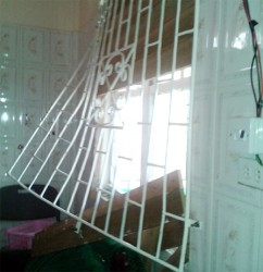 The grille which was pushed back by wood transformed into a battering ram