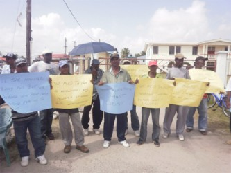 The protesting Anna Regina Town Council workers