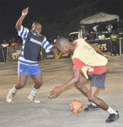 Action between Showtime and Admiral United at the Vergenoegen Rice Mill Tarmac Thursday night. (Orlando Charles photo)