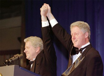 """President Bill Clinton and his """"Saturday Night Live"""" iteration Darrell Hammond (L), at the 53rd annual Radio-Television Correspondents Dinner in Washington, April 10, 1997. (Reuters/Files)"""