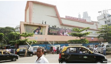 The Maratha Mandir cinema in Mumbai first showed the film in October 1995