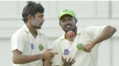 Spin twins Devendra Bishoo, left and Veerasammy Permaul with 18 wickets between them in the match yesterday bowled the Guyana Jaguars to victory over Jamaica at the Providence National Stadium