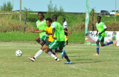 Flashback- Kareem Knights (left) and Keith Caines (48) of Chase Academy in pursuit of Queenstown Secondary's Rudy Richmond (centre) during their side's quarterfinal victory