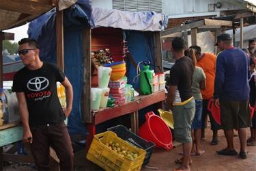 Venezuelans trading with Guyanese at Kumaka 7.