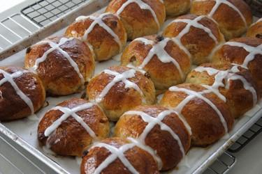 Cross Buns (Photo by Cynthia Nelson)