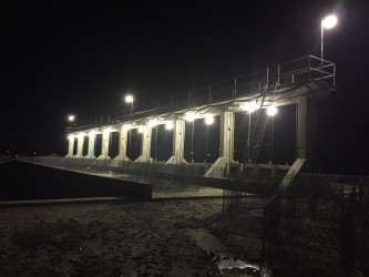 Lights installed temporarily at the eight-door sluice (GINA photo)