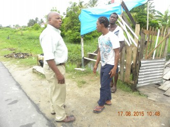 Neilson McKenzie interacting with residents of B Field, Sophia. (Ministry of Public Infrastructure photo)