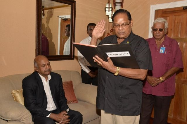 Prime Minister Moses Nagamootoo taking the oath in the presence of Chancellor of the Judiciary (ag) Justice Carl Singh. Also in photo is Chief Protocol Officer Vic Persaud (GINA photo)