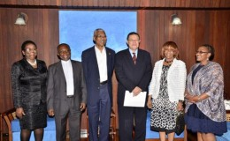 President David Granger (third from left) with the Luwellyn Tyrone Landers (third from right) Deputy Minister of International Relations and Cooperation of the Republic of South Africa. The South African High Commissioner to Guyana, Maureen Modiselle (2nd from right)is also in photo. The delegation paid a courtesy call on President Granger on Monday.