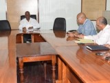 Finance Minister Winston Jordan (centre) and his team, meeting with the PPP's team on this year's budget. (GINA photo)