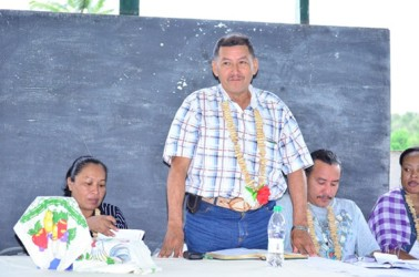 Minister of Indigenous People's Affairs, Sydney Allicock addressing residents at the meeting at Kako, Region Seven (GINA photo)