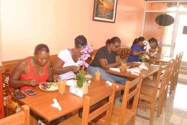 Lunching at the Island Style Café and Juice Bar