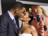 Cast member Will Smith and his wife Jada Pinkett Smith kiss at the premiere of ''Focus'' at the TCL Chinese theatre in Hollywood, California February 24, 2015. (Reuters/Mario Anzuoni)