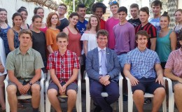 The new volunteers with the British High Commissioner