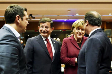 (L to R) Greece's Prime Minister Alexis Tsipras, Turkish Prime Minister Ahmet Davutoglu and German Chancellor Angela Merkel talk to French President Francois Hollande during an EU-Turkey summit in Brussels, Belgium November 29, 2015. Reuters/Eric Vidal