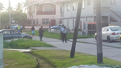 Several police ranks in South Ruimveldt after the shootout ended