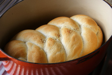 No-proof Instant Bread baked in Cast Iron Pot with lid (Photo by Cynthia Nelson)