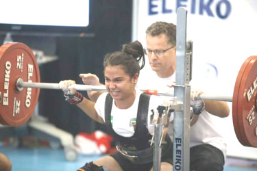 Golden Girl! Britney Mack squatting at the recently concluded Commonwealth Powerlifting Championships in Vancouver, Canada en route to a gold medal
