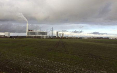 A general view shows DONG Energy's power station, which provides steam, ash and gypsum as waste products to other companies for their use in Kalundborg, Denmark, November 20, 2015.  REUTERS/Sabina Zawadzki