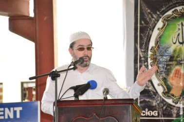 Head of the CIOG, Sheikh Moen ul-Hack makes a point (Ministry of the Presidency photo)
