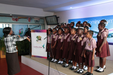 A school choir in a performance at the ceremony (Ministry of the Presidency photo)